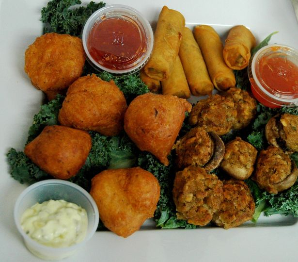 Clamcakes, spring rolls, stuffed mushrooms - wedding catering hors d'oeuvres for every style.