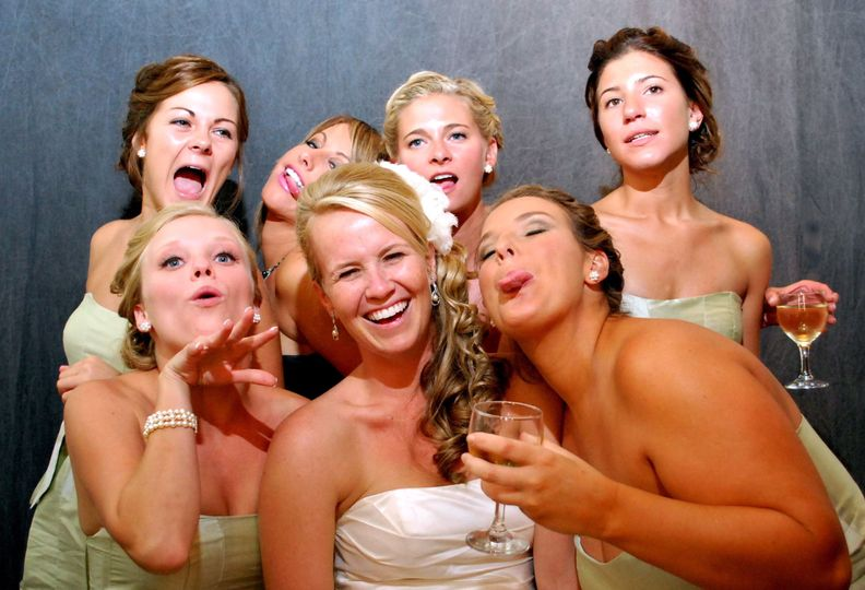 b587bbda8d4d21a5 wild bridal party pic