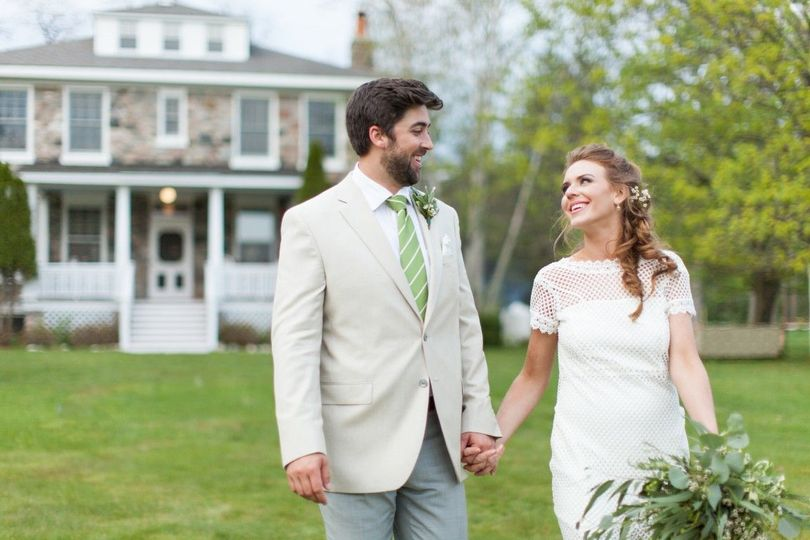 Love on the Front Lawn   Wren Photography