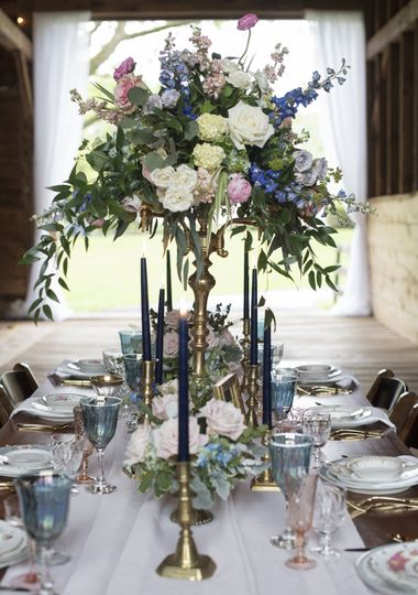 Raised floral centerpiece | Boswick Photography