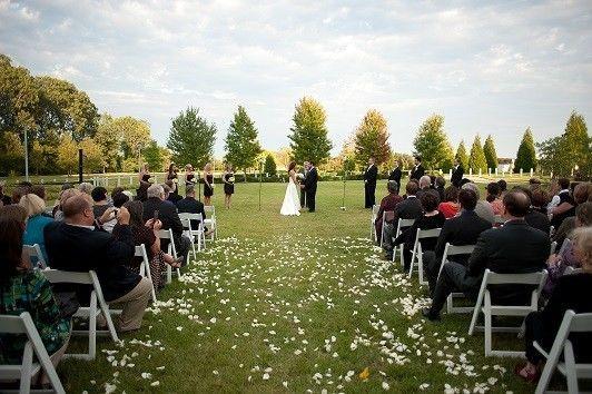 4b904ab9f232a4fd 1468352757866 outside wedding