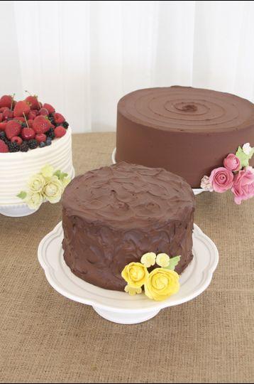 retro sugar flower wedding cake trio