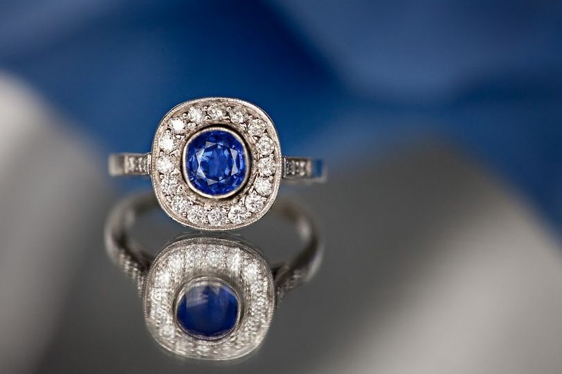 Stunning engagement ring with sapphire