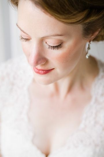 Classic bridal portrait of a natural beauty