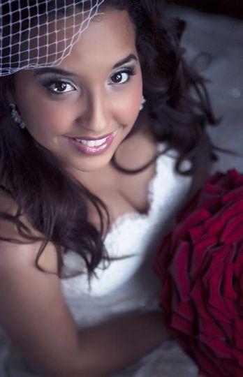 #bride #beautiful #red #bouquet #soft #makeup #softcurls