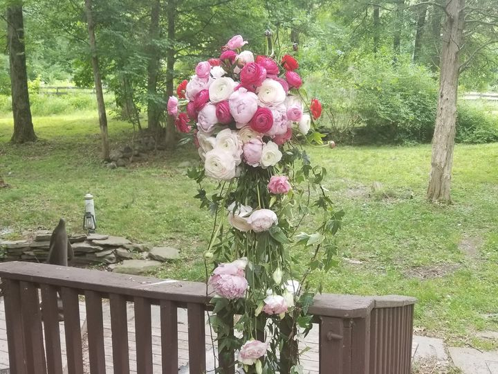 Tmx 1529963705 706d55c958548743 1529963702 46f9bc4593110fe4 1529963698743 2 IMG 20180624 06450 New Windsor, NY wedding florist