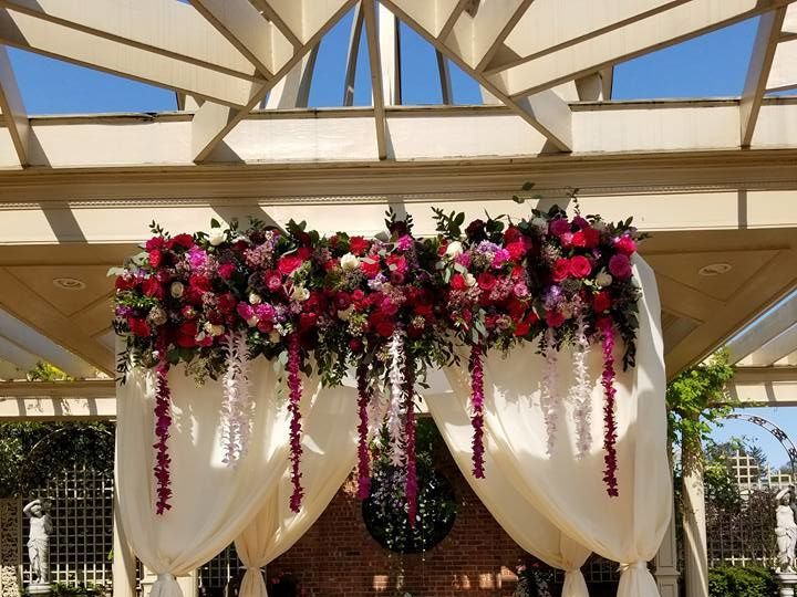 Tmx 1534262361 F09f27559ca75187 1534262359 88ebcc8067f2fa1d 1534262362137 4 21685962 132742994 New Windsor, NY wedding florist