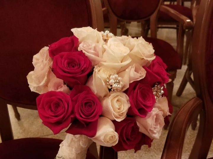 Tmx 1534262489 B380472fe9dee7bb 1534262488 7e27e0b19c346907 1534262490531 2 37160848 164743858 New Windsor, NY wedding florist