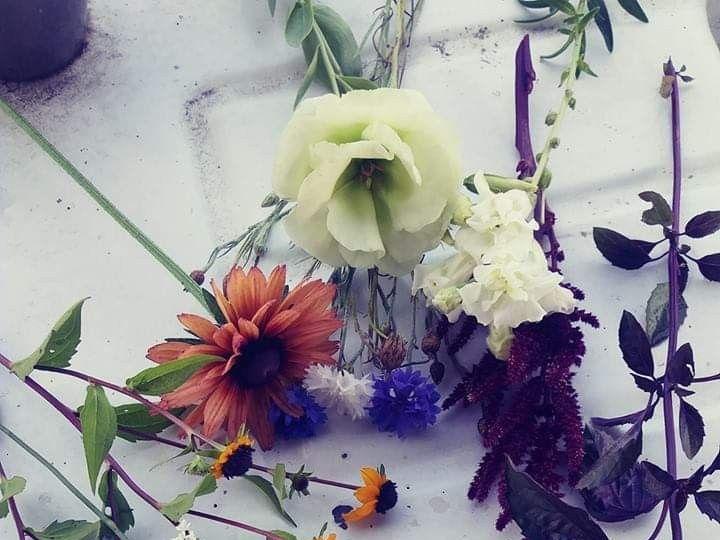 Tmx Fb Img 1561928156486 51 1073717 1561928295 Fowlerville, MI wedding florist