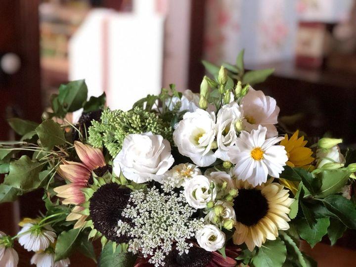 Tmx Statement Piece Flowers 51 1073717 1565204071 Fowlerville, MI wedding florist