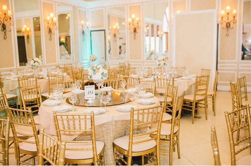 800x800 1526903805 453f6ae580349818 1526903804 a94848df4fd3d5d6 1526903801970 1 chiavari chairs or