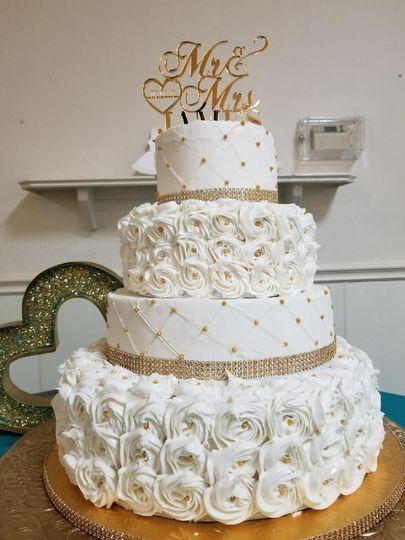 Floral detailed wedding cake
