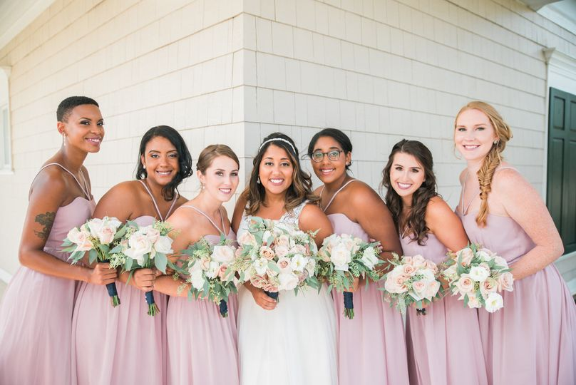 Bride and her bridesmaids | Studio Ayla