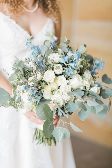 White and blue bouquet | Chloe Luka Photography