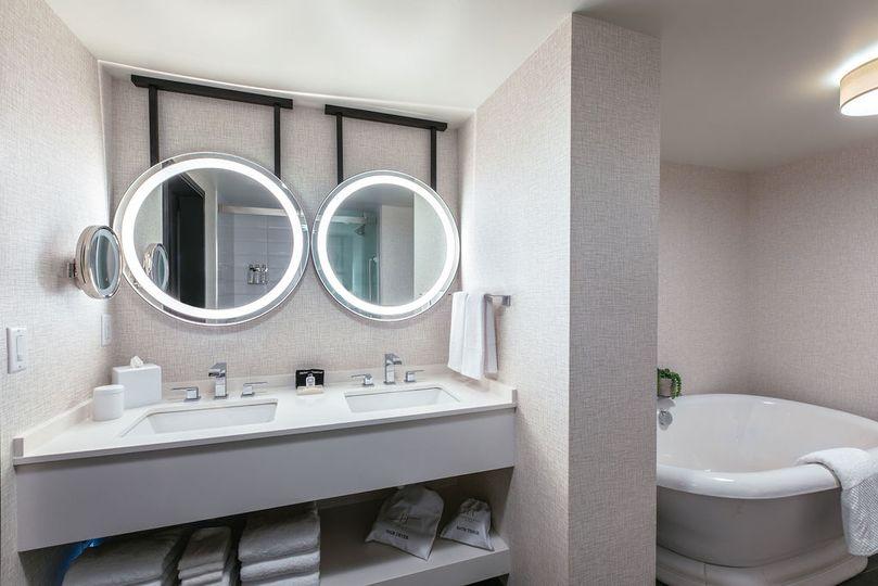 Somerset Suite bathroom