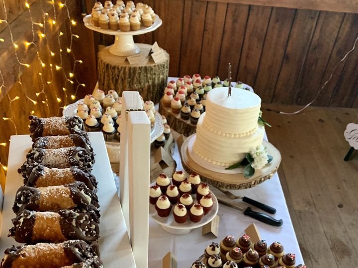 Tmx 8 22 Wedding Cannoli Shot 51 1883917 159821380662044 Colchester, VT wedding cake