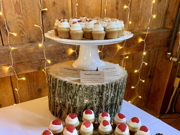 Tmx 8 22 Wedding Cupcakes 51 1883917 159821381738641 Colchester, VT wedding cake