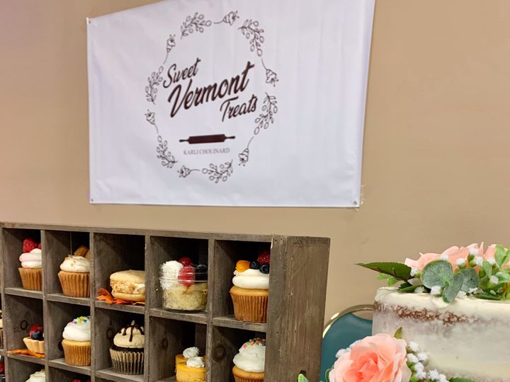 Tmx Display And Banner 51 1883917 1571754105 Colchester, VT wedding cake