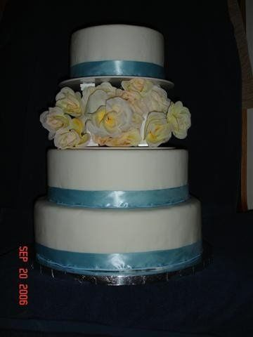 Tmx 1200929054394 DSC00002%28Small%29 Harrisonville wedding cake