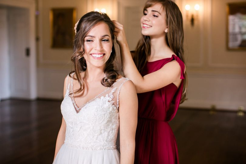 Doing the bride's hair