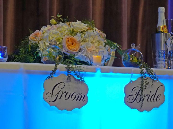 Tmx Bride And Groom Table 51 591027 North Richland Hills, TX wedding florist