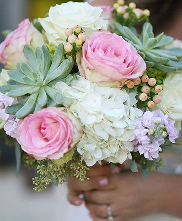 Rosey bouquet with succulents