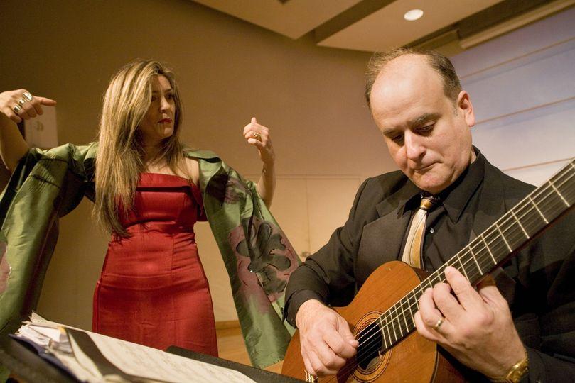 Soprano and guitarist