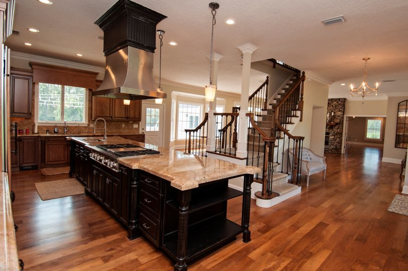 Elegant kitchen & foyer