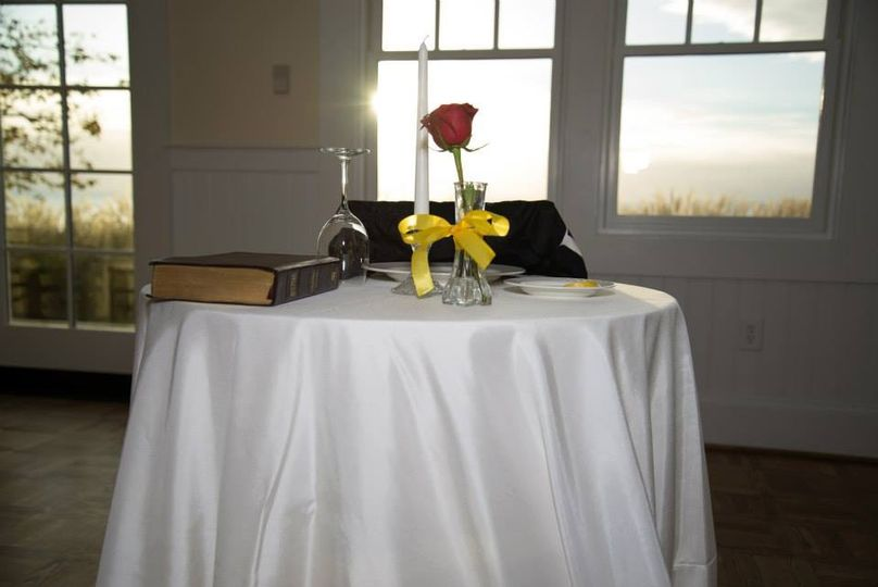 Place of honor table
