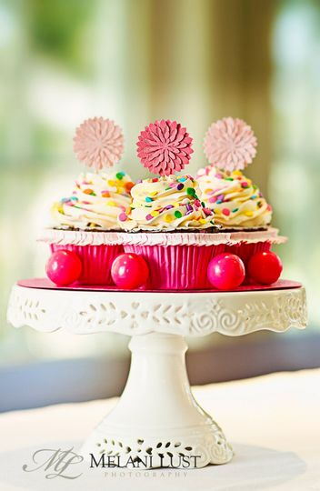 Cupcakes! Many of our couple choose cupcakes for the reception. We make cupcakes in 2 sizes:...