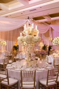stunning wedding center piece 300