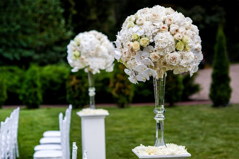 tall centerpieces hydrangeas roses orchids