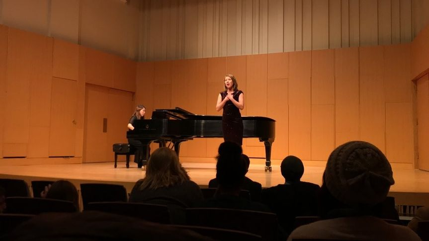 Charlotte Darr, Soprano mid performance