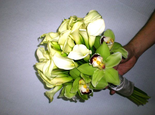 bride bouquet with green orchid and white mini callas