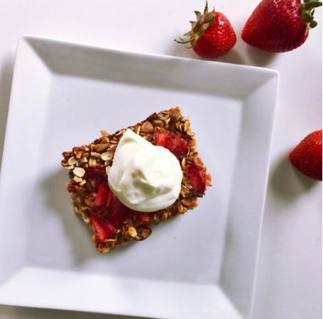 Strawberry pistachio baked oat