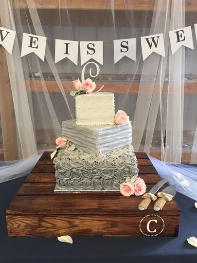 Cake at a summer wedding