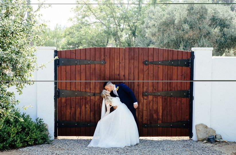 Kiss by the gate