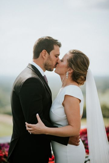 Newlyweds kiss | Photo: Amy Spirito Photography