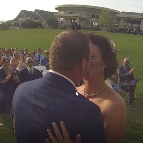 Tmx 1526510882 C9f31b4279c42a99 1526510881 95647d752b0d90c4 1526510881670 7 Eva Kissing Sunfield wedding videography