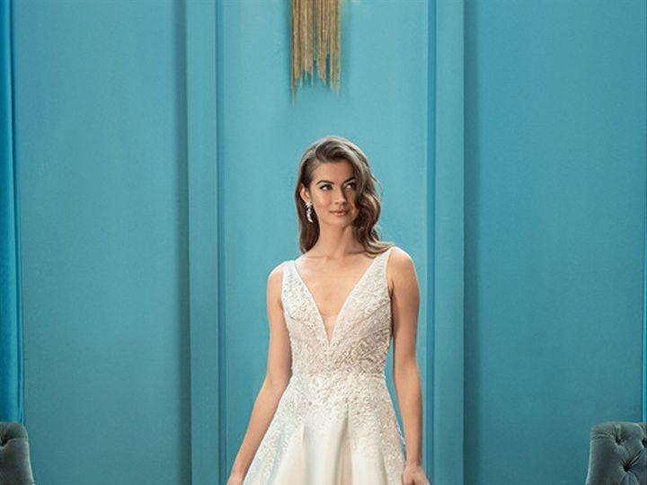Tmx Enaura Kensieef967 51 16427 161185263161279 Jenkintown, Pennsylvania wedding dress