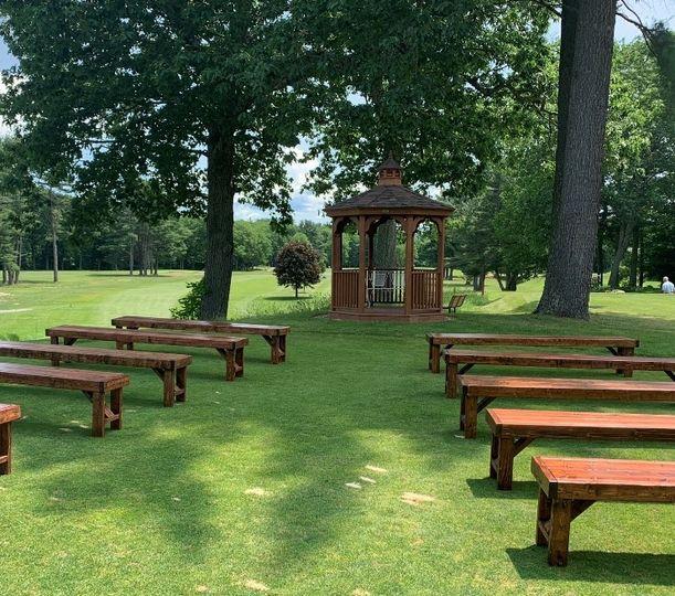7th tee gazebo w/ rustic bench