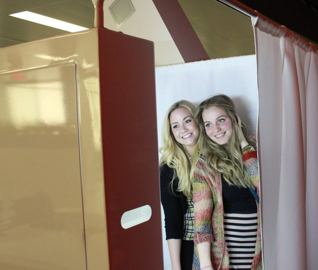 photo booth dlux brochure top