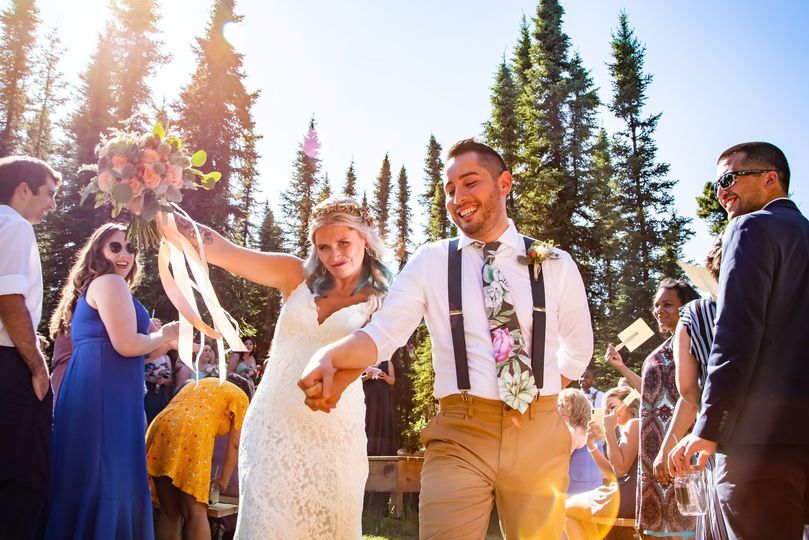 A happy couple's outdoor ceremony