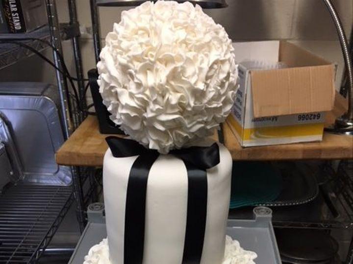 Tmx 1537754165 73deaa832327e19d 1537754164 7878e25fcf7fbe00 1537754162040 3 IMG 1496 Manassas, District Of Columbia wedding cake