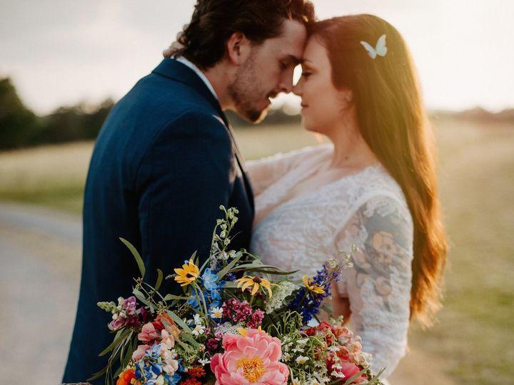 Tmx Janelle And Clark 111 51 659527 159760296311404 Chattanooga, TN wedding florist