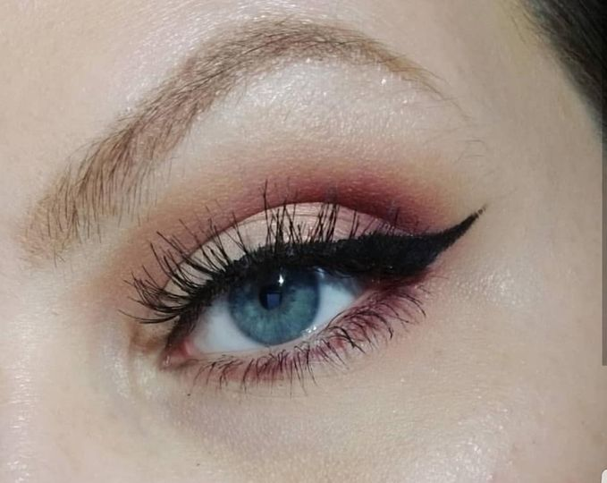 Defined crease and wing. liner