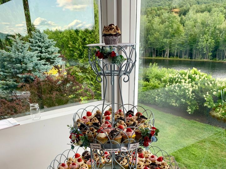 Tmx Cupcake Tower 51 106627 158093740818348 Lincoln, NH wedding venue