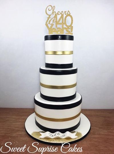 Black and gold stripe