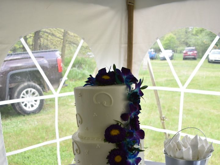 Tmx 1536272595 28c769ca0e9d3e64 1536272593 7cb2ca194794e885 1536272582997 11 DSC 0310 Wixom, MI wedding cake