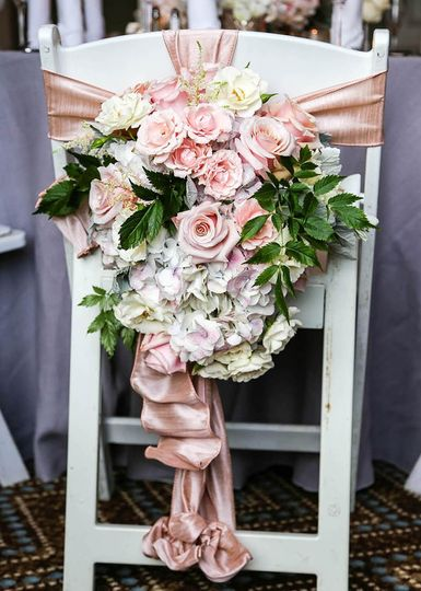 Roses and hydrangea chair deco